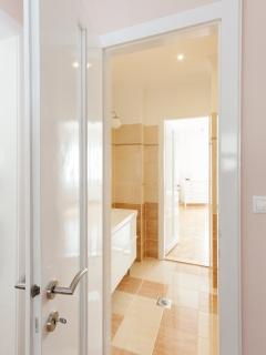 bathroom 1 connecting 2 bedrooms