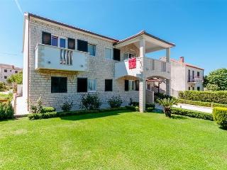 Villa Lucija, Supetar