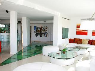 Incredible apartment in the building Kavanagh 5 bedroom in suites Recoleta (241SM), Buenos Aires