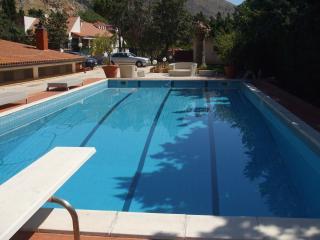 villa meravigliosa con piscina e giardino
