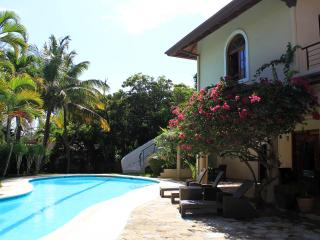 Luxury Villa with Private Pool on the Beach!, Sosúa