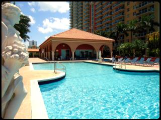 Luxurious apart outdoor pool view Sunny Isles