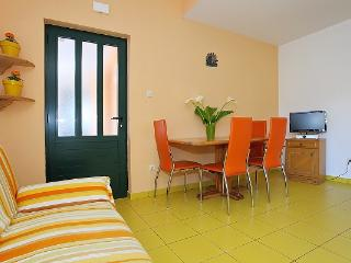 New apartment close to the beach, with 2 bedrooms, Jezera
