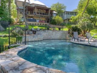 5BR/5BA Lake Austin Estate With Boat Dock and Hot Tub Overlooking the Water!, Buffalo Gap