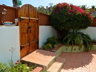 Encinitas Coastline Charming 'Butterfly Cottage' - Walking Distance to Beach
