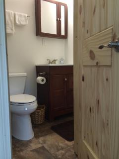Bear's Den - private bathroom