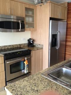kitchen w granite and GE ss appliances