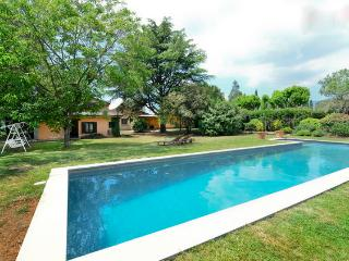 VILLA SANTIAGO. Cardedeu 30km Barcelona.Wifi, swimming pool, barbecue building