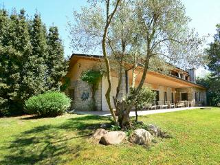 VILLA SANTIAGO. Free Wifi, swimming pool, barbecue, Cardedeu