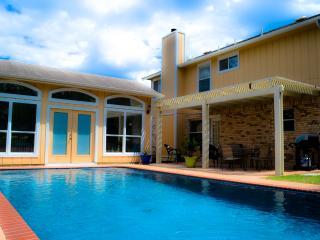 San Antonio Pool Paradise, 4 Bedrooms, Guest House