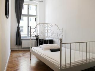 Fantastic 4-bedroom Apartment - BERLIN CENTER, Berlín