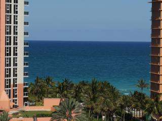 DIRECT OCEAN VIEW  1 +Den THE 9TH FL Sunny Isles, Sunny Isles Beach