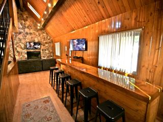 Long Bar Lodge - passes to private beach clubs!, Lake Arrowhead