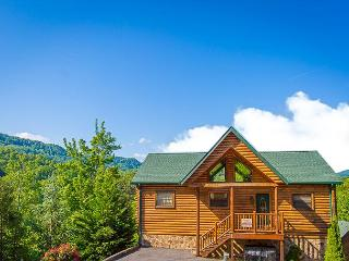 Summer Specials from $249! 4BR Gatlinburg Cabin w/ Views & Hot Tub!