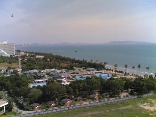Beachfront Condo, Right on the Beach Amazing View, Pattaya