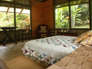 Mango Tree Cottage, hidden hideaway, Hakalau