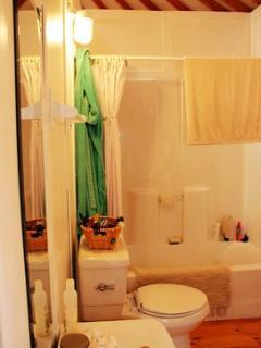 Full bathroom w/ tub + shower