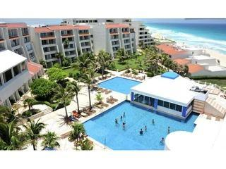Ocean view condo hotel zone for 1-4 w/WIFI #2410, holiday rental in Cancun