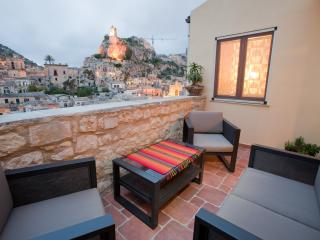 Restored heritage home with a panoramic views in a secure setting, Modica