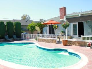 Beautiful Vacation Home W Private Pool, Hot Tub, G, Anaheim