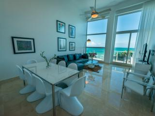 CB1- LUXURY OCEANFRONT 3 BEDROOM 2 STORY SUITE ON THE BEACH, Miami Beach