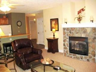 Sleeps 5, Tubing, Zipling, Central Location, King Bed, Skiing, Snow Boarding, Golf, Seven Devils
