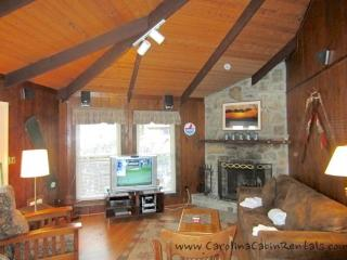 Sleeps 7, Creekside Cabin, Oversized Windows, Stone Wood Burning Fireplace, Beautiful Views, Beech Mountain