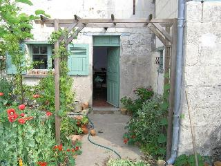 Loire Valley Riverside Cottage near Saumur