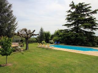 5232 5-bedroom villa with private pool nr Avignon