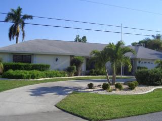 Villa in Paradise, Pool Home, Direct Access Canal,, Cape Coral