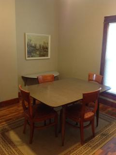 Dining room - plenty of space for the card game