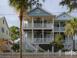 Beach Bums - 4BR + Loft/3BA Beach Walk Home, Screened Porch, Quality Decor