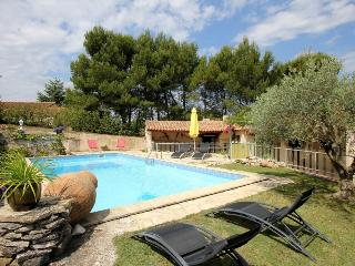2081 Comfortable Provence villa with pool, Cadenet