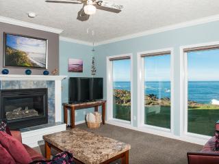 Oceanfront Condo - HDTV, WiFi, Indoor Pool & More!, Depoe Bay