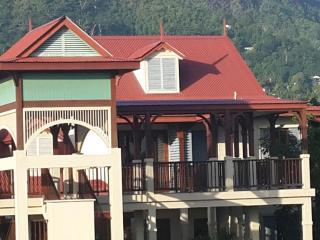 Eden Island Marina Apartment - Electric Car,WIFY, Sat TV - next to Pool