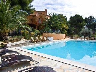 2 bedroom Villa in La Ciotat, Provence-Alpes-Côte d'Azur, France : ref 5238775