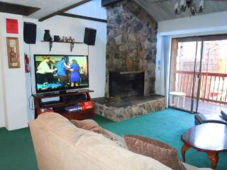 #47 Premier 2BR Townhouse w/Spa. By Snow Summit!, Big Bear Region
