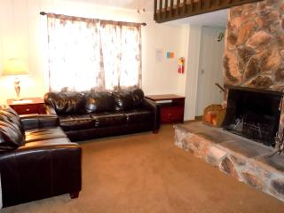 #11 Premier 2BR Townhouse. Next to Snow Summit!, Big Bear Region