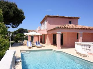 3766 Villa with ensuite bedrooms and private pool, Fréjus