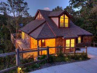 EARLY SPRING SALE!  STUNNING MOUNTAIN CHALET, Ellijay