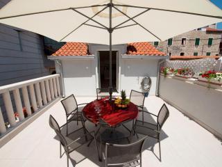 Duplex with adorable terrace in city center ****, Split