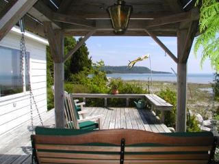 Very Private Lake Michigan Cottage, Saint Ignace