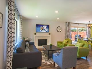 Suite Escapes 2! Walk to Disney/Conv Ctr! Pool!
