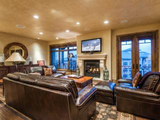 Ski-in/out 3-Bedroom Vintage on the Strand by All Seasons Resort Lodging