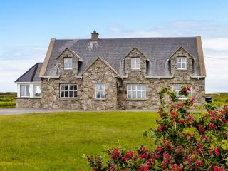REALT nA MAIDNE, ground floor accommodation, open fire, garden with furniture, beach 15 mins walk, Ref 10263