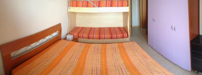 King size bed + bunk bed