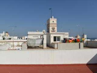 Atico estudio junto a Torre Tavira en Cádiz