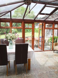 Sunny conservatory - more room to party!