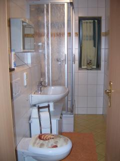 Bad/ bathroom - modern eingerichtet