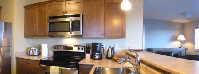CLEAR VIEW LODGE : Fully equipped kitchen with appliances and laundry facilities